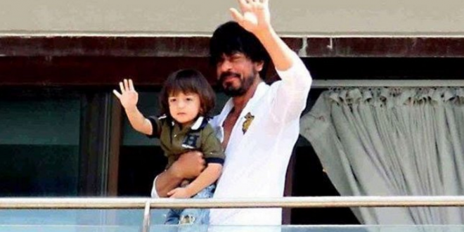 Shah Rukh Khan does this to thank his fans for their love and support .See here