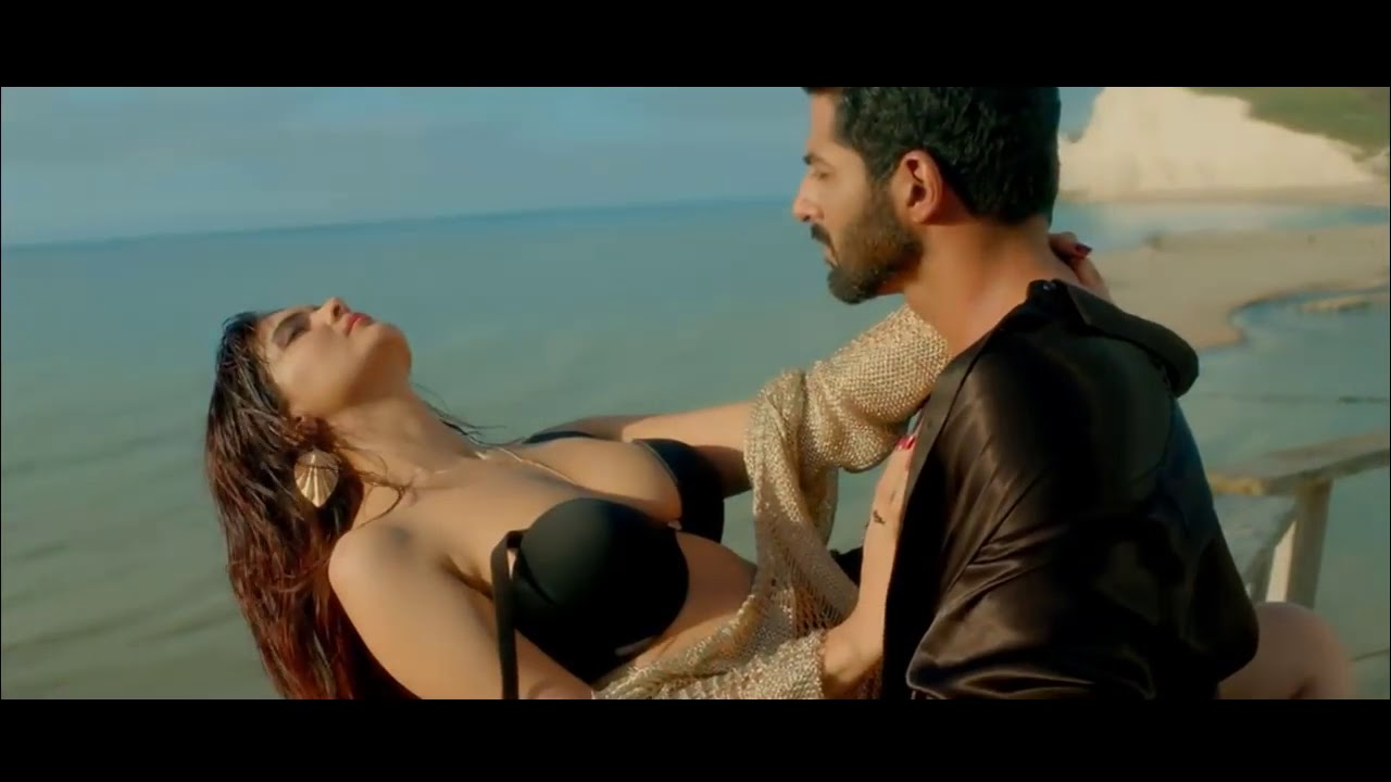 Watch Sexy Urvashi Rautela Performs Bold, Sultry Acts In -1505