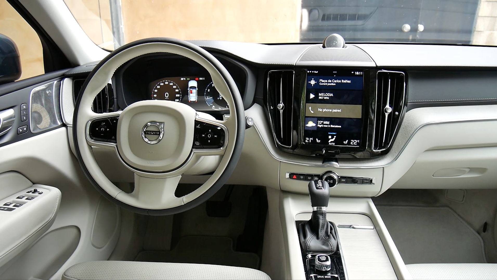 See feature, price of Volvo recently launched XC40 car along with
