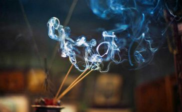 Incense Sticks, Agarbatti, Incense Sticks smoke, Fragrance of Incense Sticks, Effects of Agarbatti, Cigarette, Smoking cigarette, Cancer, Offbeat news, Health news