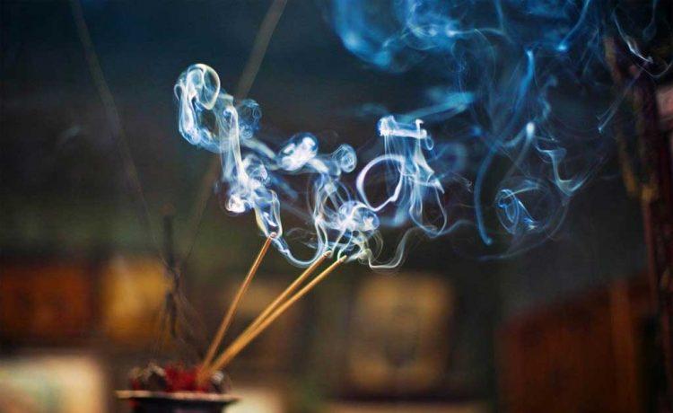 Incense Sticks, Agarbatti, Incense Sticks smoke, Fragrance of Incense Sticks, Effects of Agarbatti, Cigarette, Smoking cigarette, Cancer, Offbeat news, Health news