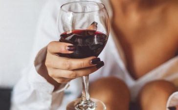 Wine, Glass of wine daily, Daily drinking of wine, Daily drinking habbit of alchohal, Health news, Lifestyle news, Offbeat news