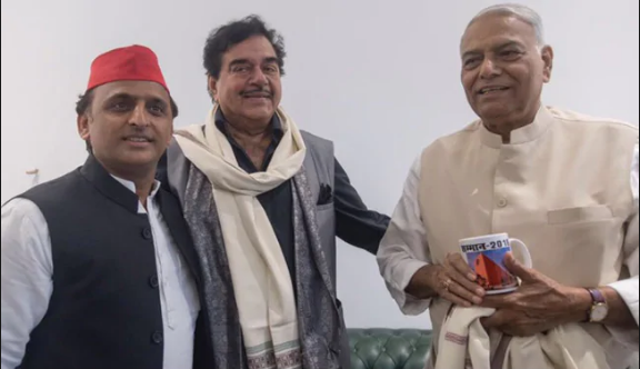 Yashwant Sinha, Shatrughan Sinha, Akhilesh Yadav, Narendra Modi, Rahul Gandhi, Rafale deal, Demonetisation, Finance Minister, Defence Minister, National Democratic Alliance, NDA government, Bhartiya Janata party, Samajwadi Party, Grand Alliance, Mahagathbandhan, Lok Sabha Polls, LS elections 2019, Uttar Pradesh news, Politics news