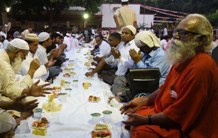 Muslims, Ramjanmabhoomi, Babri Masjid, Hanumangarhi temple, Roza, Iftar party, Temple in Ayodhya, Saryu Kunj Temple, Ayodhya, Uttar Pradesh, Regional news, Religion news, Religious news, Spiritual news